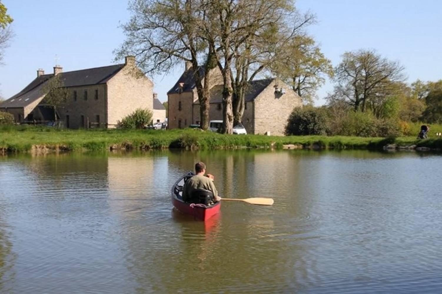 DOMAINE DE BOBEHEC - Location de canoe sur l'étang - Morbihan - Bretagne Sud © CHOUVELLON