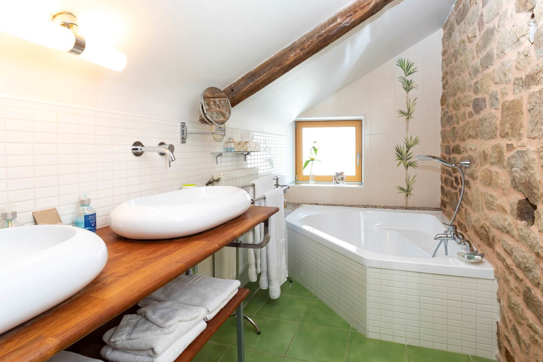 Salle de bains - Chambre Dune - Leclosdumenallen ©