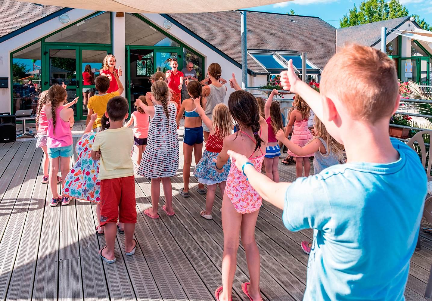 Le club enfants au camping Mané Guernehué ©