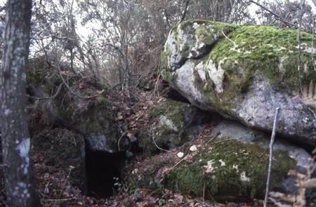 Sépulture sous roche du Men Guen Lanvaux